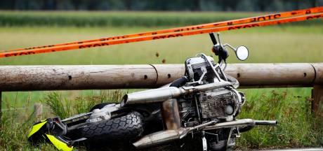 Vragen bij houten vangrail na fataal motorongeluk: 'Ze zijn gewoon van ijzer'