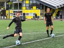 Voetballer en verslaggever Frank Versteeg over de treurnis van voetbal in coronatijd: 'Fijne winterstop'
