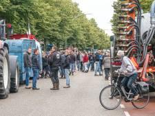 Protestboeren staan opnieuw voor distributiecentrum Albert Heijn in Zwolle: 'Wij willen duidelijkheid!'