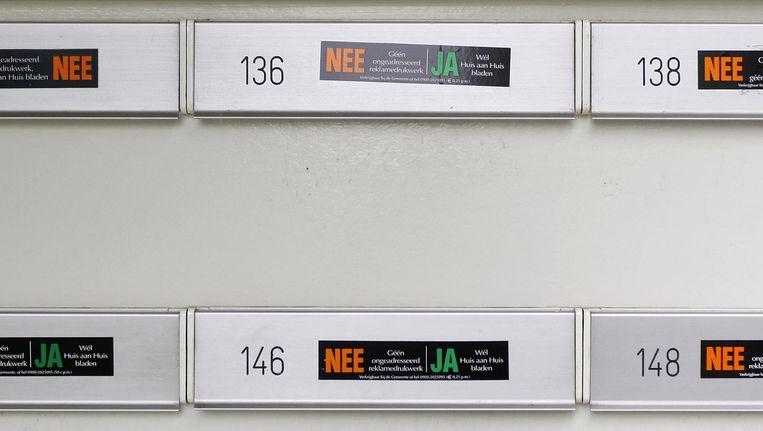 De nee-ja sticker maakt plaats voor de ja-ja sticker. Beeld ANP