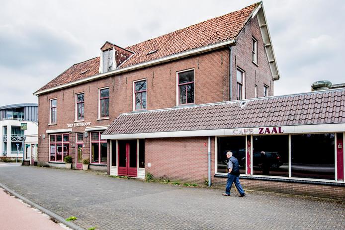 Den Eikenboom, een nu leegstaand café in Loenen.