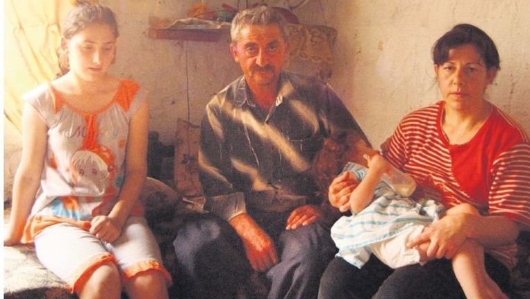 Jalal uit Mosoel woont sinds een jaar met zijn gezin in een kamertje in Al Qosh. ©EDDY VAN WESSEL Beeld