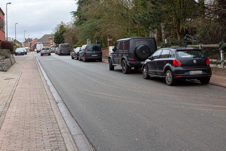 N-VA wil een parkeerverbod in de Lenniksestraat en in de Kerkstraat.