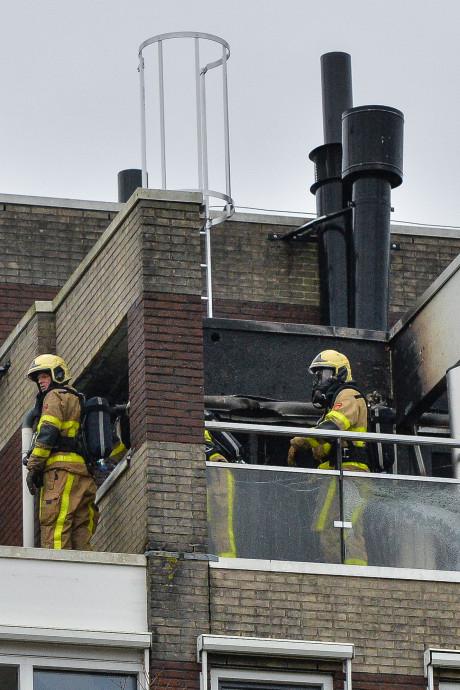 Hulpverlener (74) die ernstig gewond raakte bij brand in Apeldoorn is buiten levensgevaar