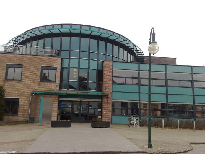 Het gemeentehuis van Rijnwaarden krijgt een tweede leven als gezondheids- en welzijnscentrum.