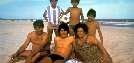 Het kleurrijke leven van Diego Maradona in tien iconische foto's