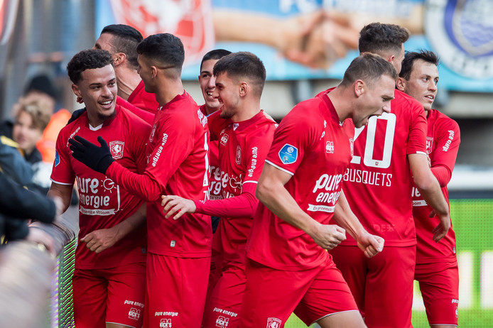 FC Twente staat na de winst op PEC Zwolle keurig in de middenmoot.