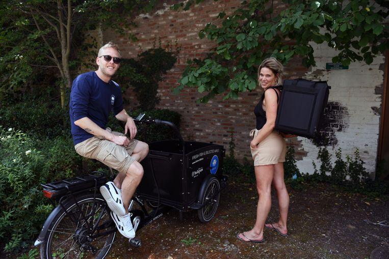Leuvenaars Ruben (34) en Katrien (44) leveren bijna dagelijks verse vis aan huis.