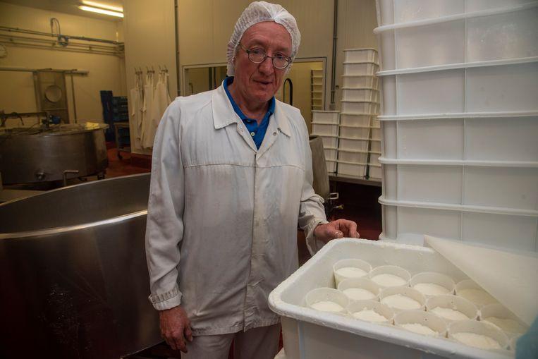 Dirk Cornelis maakt in zijn bedrijf Corma Vlaamse rauwmelkse geitenkaas.