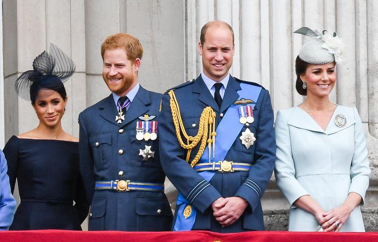 Poseren naast elkaar lukt nog, maar verder lijkt niet alles peis en vree tussen prinsen Harry en William.
