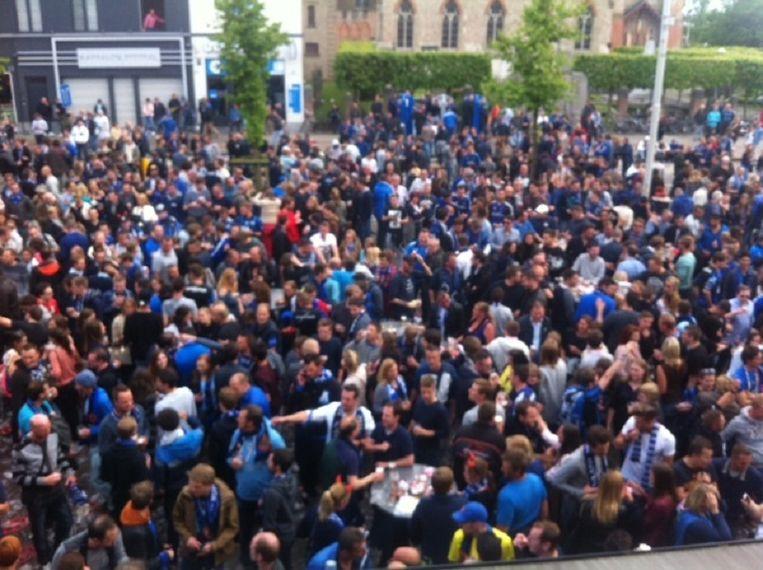 De supporters vieren feest op de Platse.