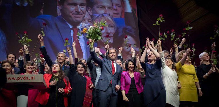 Lijsttrekker Lodewijk Asscher staat op het podium met de kandidaten voor de Tweede Kamerverkiezingen, tijdens het PvdA partijcongres dit weekeinde. Beeld anp