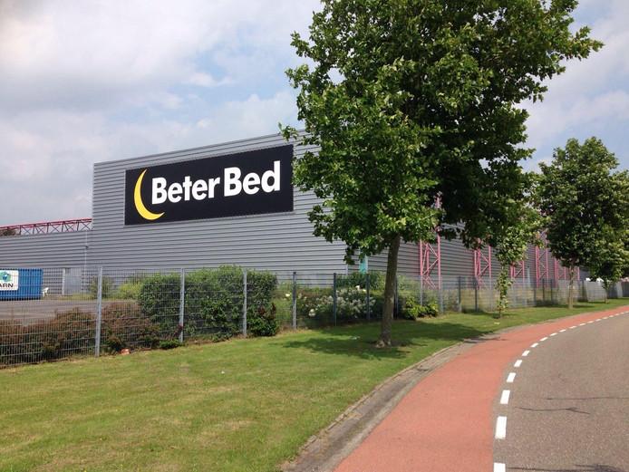 Het logo van Beter Bed op het oude distributiecentrum van Schoenenreus is niet te missen.