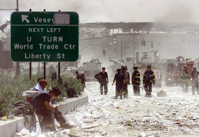 Hulpverleners moesten na de aanslag uren werken in giftige stof en rook.