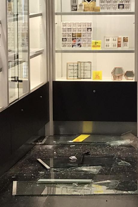Juwelier in Winterswijk na inbraak: 'Ze hebben vooral nepsieraden meegenomen'