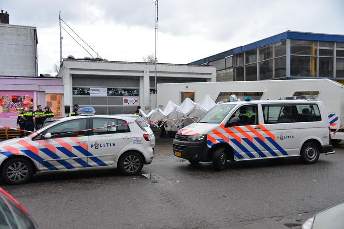 Politie-actie aan Industriekade in Breda.