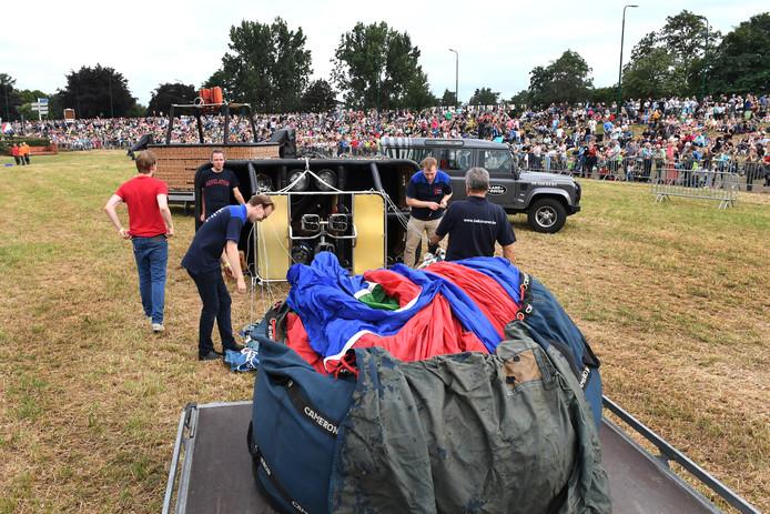 Veel bezoekers, maar de luchtballonnen gingen vrijdag de lucht niet in. Zaterdag meldde de organisatie dat dit onderdeel van het programma opnieuw is geschrapt.