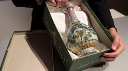 """Op zolder gevonden Chinese vaas die Franse familie """"niet zo mooi vond"""" onder de hamer voor half miljoen euro"""