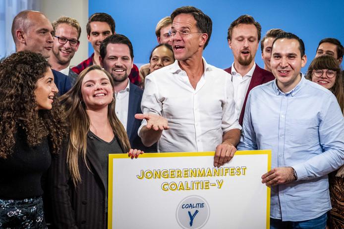 Premier Mark Rutte nam maandag een manifest in ontvangst van jongerenbeweging Coalitie-Y.  Eén van de punten uit dat manifest is de generatietoets.