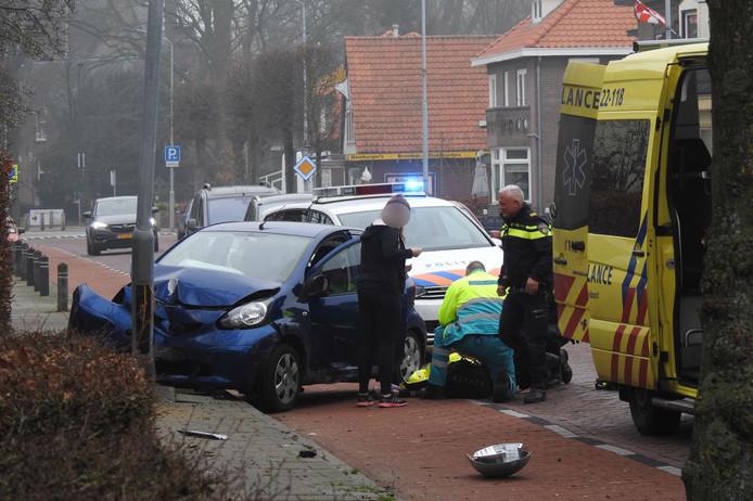 Een achtervolging door Dommelen eindigde tegen een lantaarnpaal. Dat zou opzettelijk zijn geweest. De bestuurster raakte zwaargewond.