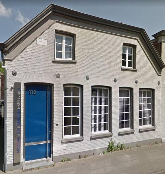 Het voormalige kantoor aan de Taalstraat in  Vught.