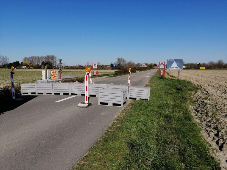 Aan grensovergangen in Knokke zijn betonblokken geplaatst.