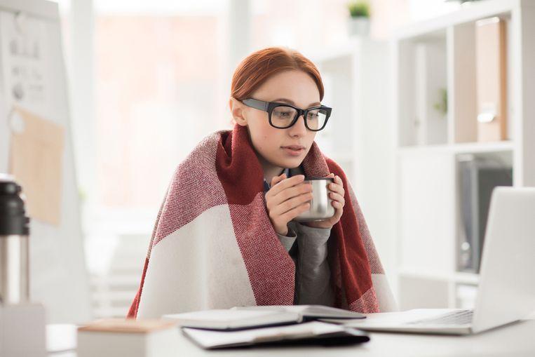 Vrouwen hebben het niet alleen eerder koud dan mannen, hun hersenen werken ook beter bij hogere temperaturen.