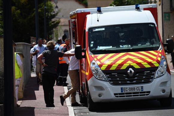 De ambulance kwam ter plaatse om Froome de eerste zorgen toe te dienen.