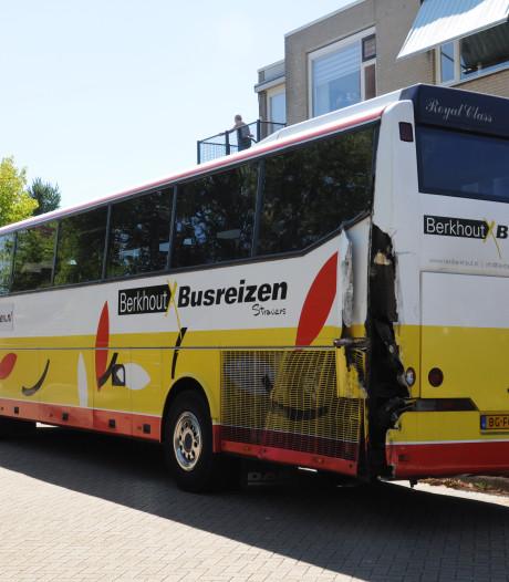 Bussen in botsing in Olst