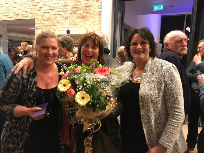 Liselore Geurts (midden) met haar vriendinnen Marjan Lijftogt (links) en Dorien Arends (rechts).