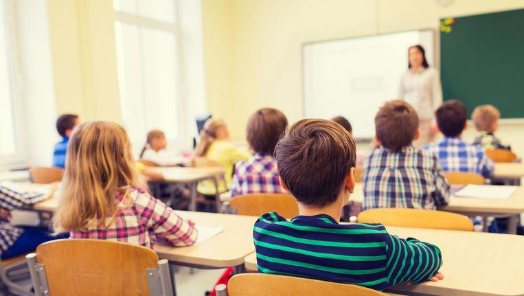Een groep kinderen in de klas. Beeld null