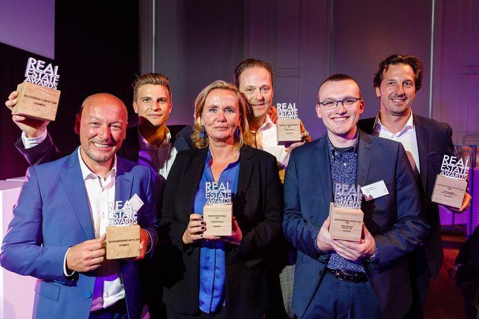 Robin Volckaert (tweede van rechts) met de laureaten uit alle categorieën: Wim Verboven, Arthur Segers, Liesbeth Homans, Stefan Roosen en Gert Luypaert.