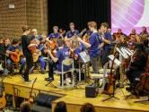 Vijftig gitaristen op podium van CKE in Eindhoven bij Come Together: a Guitar Rhapsody