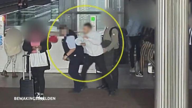 Zwartrijder slaat conductrice (63) bewusteloos: 'Hier word je heel boos van'