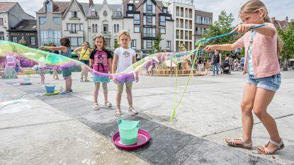 Kinderen zwaaien scepter op Stationsplein dankzij Zomerspeelplaats