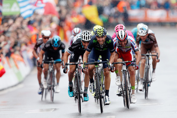 Alejandro Valverde, Julian Alaphilippe (L) en Joaquim Rodriguez (R) streden in 2015 om de overwinning.