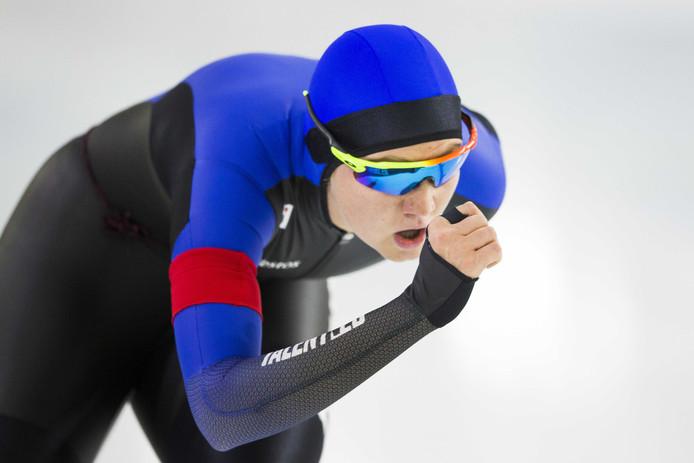Lotte van Beek in actie op de 1500 meter tijdens het NK afstanden in Heerenveen.
