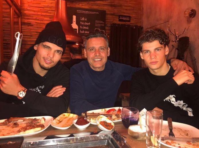 Karim Rekik is in Berlijn bij Hertha BSC basisspeler. Zijn broer Omar (16) timmert in Duitsland ook aan de weg in is inmiddels jeugdinternational. Tussen hen in vader Mohedinne Rekik.