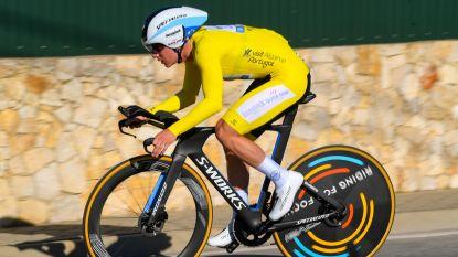 Evenepoel klopt wereldkampioen Rohan Dennis in slottijdrit én pakt ook eindzege Ronde van Algarve