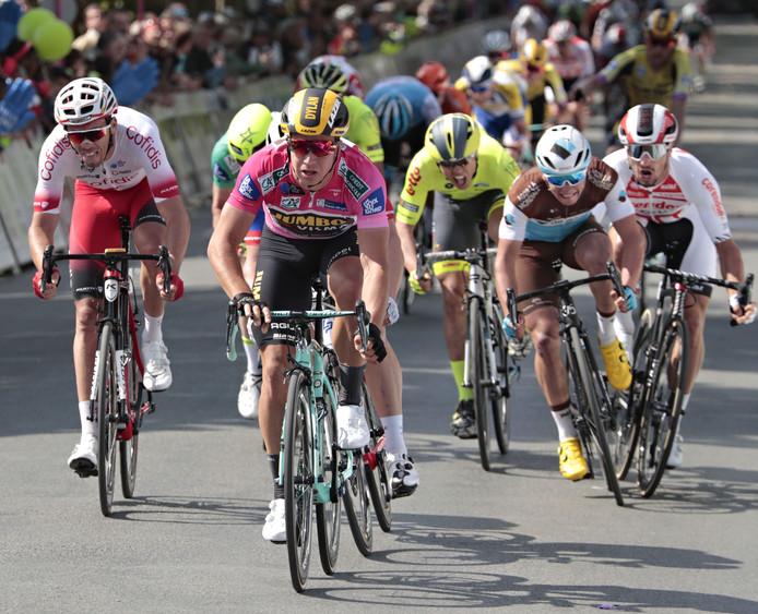 Dylan Groenewegen heerst opnieuw in de sprint.