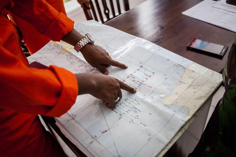 Een indonesisch zoek- en reddingsteam coördineert het zoekgebied.