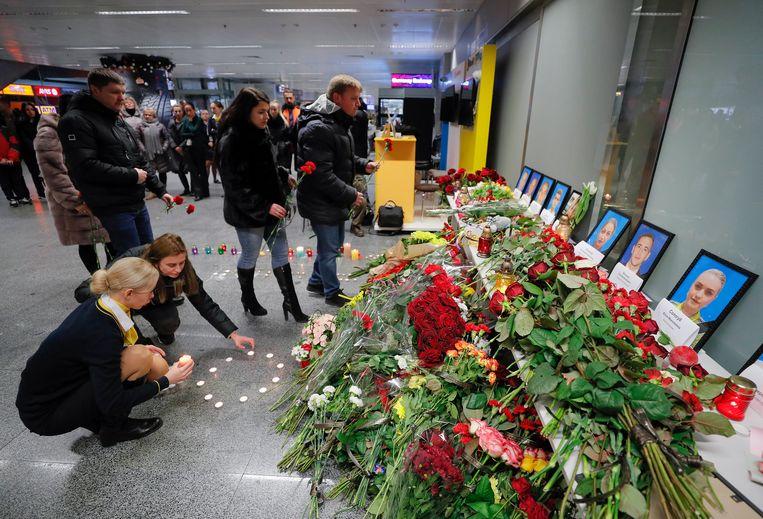 In het Imam Khomeini-vliegveld in Teheran is een gedenkplek voor de slachtoffers van de vliegtuigramp.  Beeld EPA