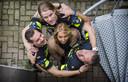 Annemarie de Mooij omringd door (vlnr) Colin van Lit, Marcel Knoester en Jan van der Werf, initiatiefnemers van de bokaal.