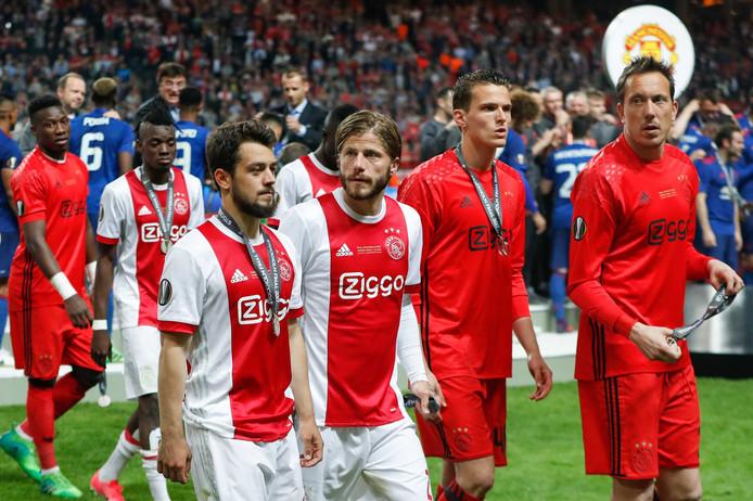 Diederik Boer (tweede rechts) greep met Ajax als reservedoelman naast winst in de Europa League dit seizoen.