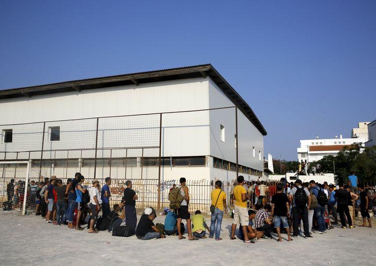 Syrische vluchtelingen schuiven aan om zich te registreren in een opvangcentrum op het Griekse eiland Kos.