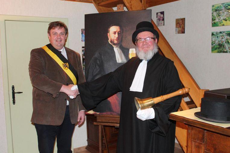 Schepen Van Ginderdeuren bezegelt de contractverlenging met de Gronckelman.