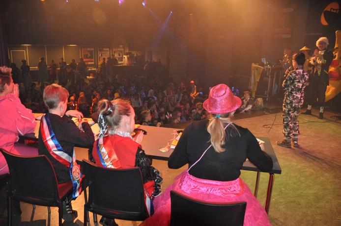 Volop carnaval bij basisschool De Veste met ondermeer De Beste van De Veste.