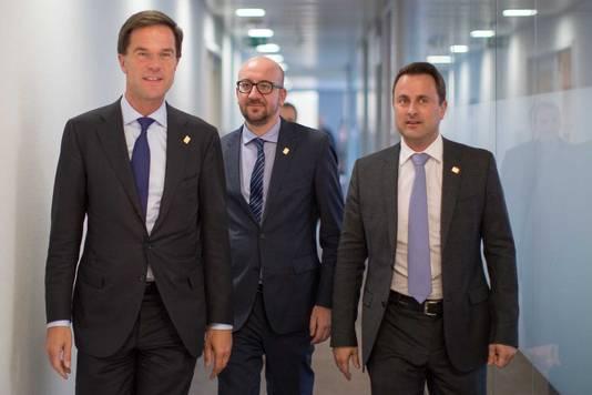 Premier Mark Rutte (L) ontmoet in Brussel zijn Belgische collega Charles Michel en de premier van Luxemburg Xavier Bettel (R), voorafgaand aan de tweedaagse Europese top.