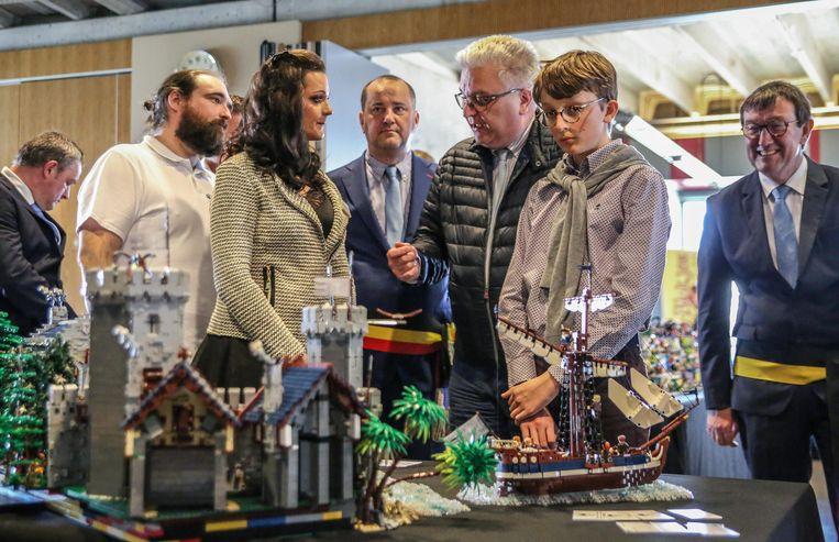 Prins Laurent en zoon Nicolas kregen eind maart een rondleiding op LEGO-expo Rock That Block, van Sophie Deprez.
