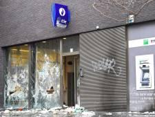 Commissariat incendié à Schaerbeek: les quatre suspects ont été libérés